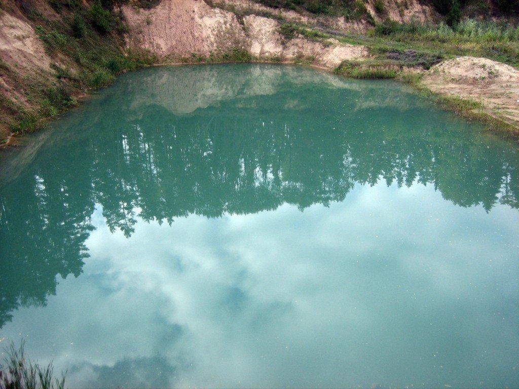 Zilais ezers net'alu no Atomkalna