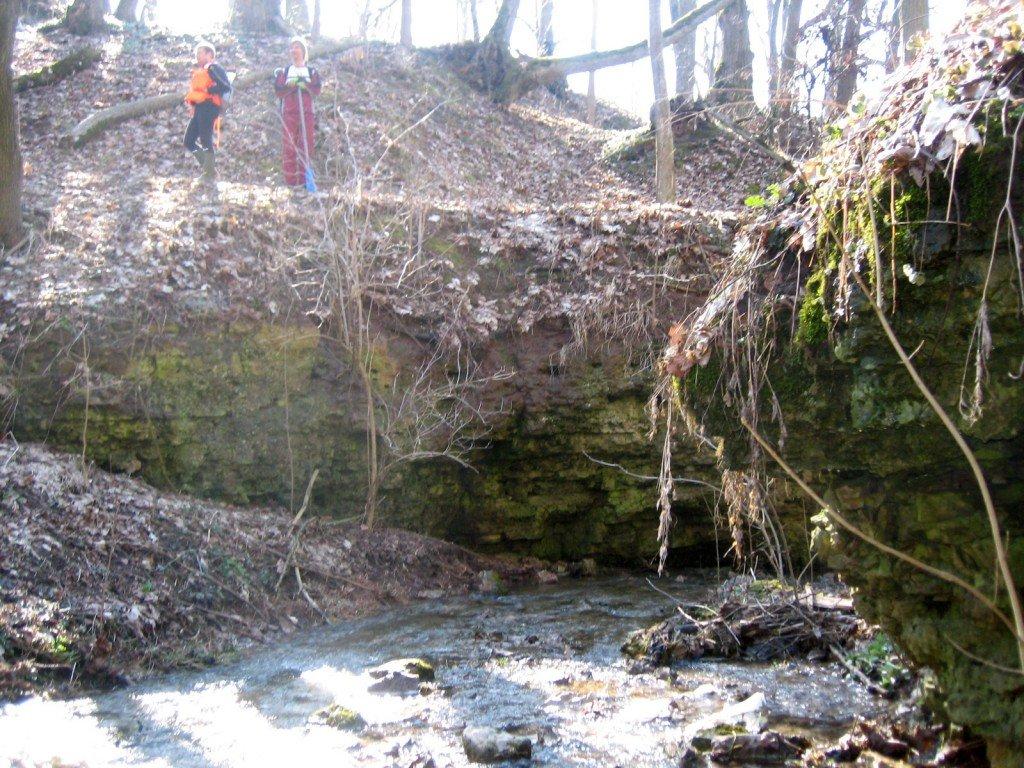 Minikanjons na reke Bezimanjnoje Jumpravmuižas parkā.