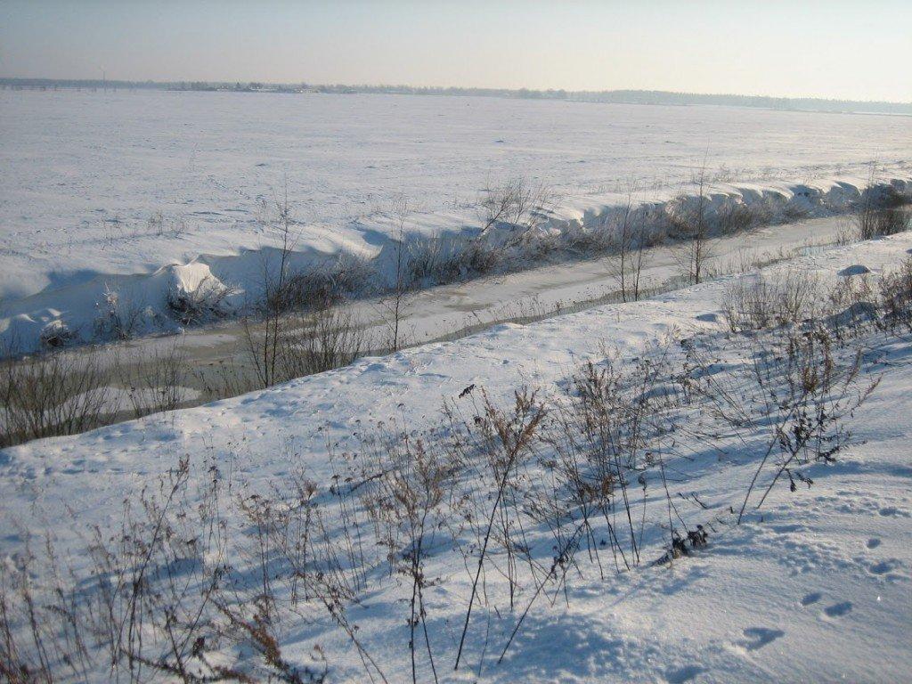 Grāvīgais posms 2012. gada ziemā. Dažām lapsām toreiz bija grūti pārvarēt krasta nogāzi. Jādomā, ka vasarā, divatā un ar laivu tam nevajadzētu būt īpaši grūti.