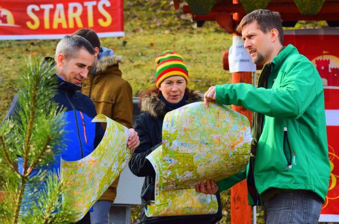 Dalībnieki ar kartēm, Embūtes rogainings